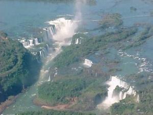 Cataratas del Iguazú vista aérea. Fuente: integrando.org.ar